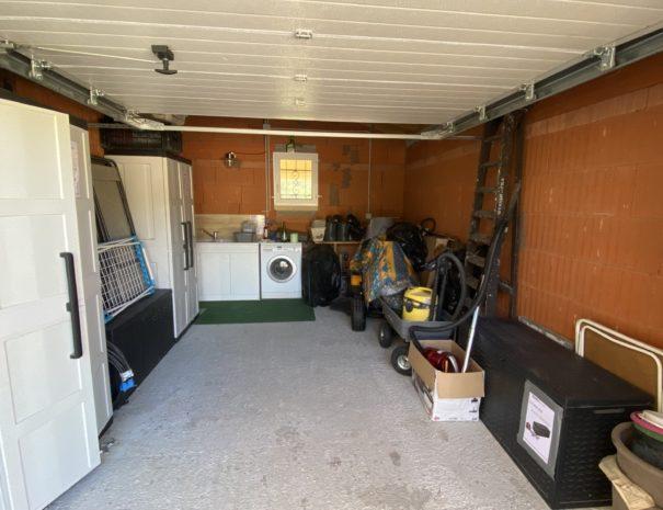 garage avec machine à laver le linge